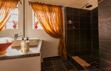 Rorke's Drift Lodge - Kune bathroom