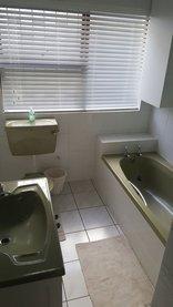 MaFaRi Beach House - Downstairs bathroom