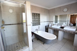 Plattekloof Lodge - Room 2 en-suite bathroom