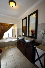 Villa Lugano Guesthouse - Superior Bathroom
