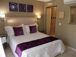 Homestay Travel Guest House and Conference Centre - Queen size bed