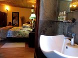 Valley Bushveld Country Lodge - En-suite Bathroom of Family Room 6