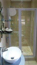Earthbound B&B - Standard Double Room En-suite Bathroom (R1)