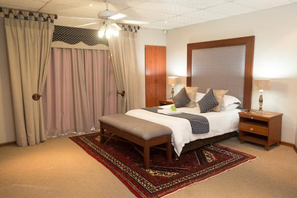 Executive Suite - Room 7 - Navy
