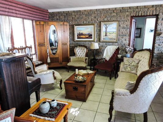Communal living room area at Bokmakierie