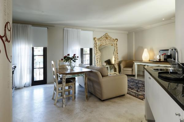 Rouge on Rose Boutique Hotel - 145365
