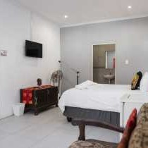 Lyronne Guesthouse Shuttle and Tours - 152340