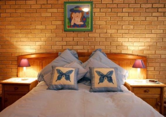 Double bed bedroom - Self Catering Villa