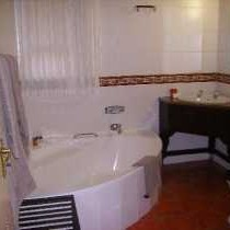 Honeymoon Garden Suite Bathroom