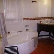 Honeymoon Garden Suite Bathroom