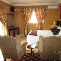 Queen bed guesthouse rooms