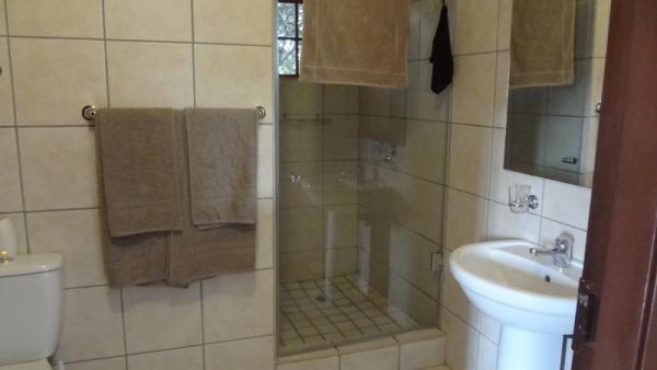 En-suite Bathroom in twin room