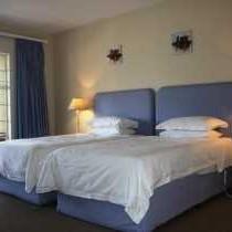 Twin bottom bedroom