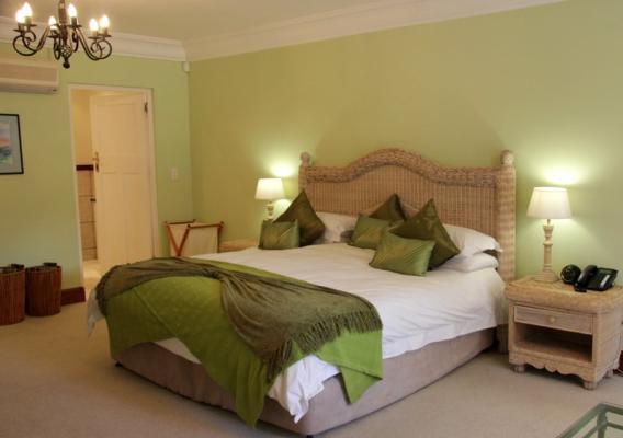Luxury Poolside Suite 8