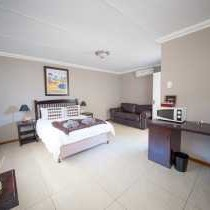 Kleinplasie Guesthouse Double Rooms