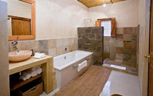Luxury Double, Twin Room Bathroom