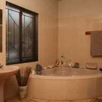 Kingsize room Bathroom