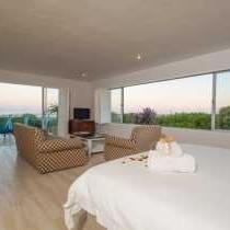 Room 5 honey room suite