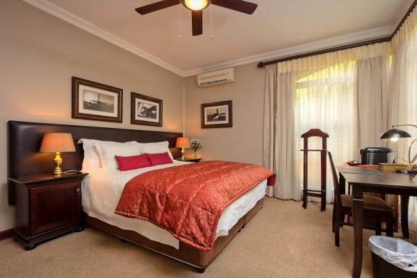 Deluxe King Room with Shower