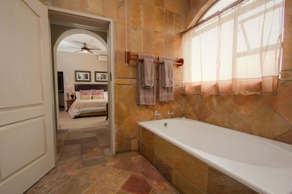 Deluxe King Room with Bath and Shower